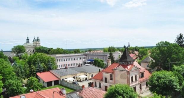 469_Zobacz-miasto-z-ratuszowej-wiezy-copy-696x462