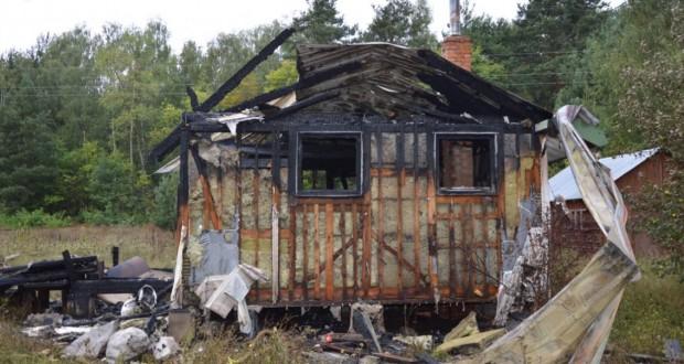 policja spalony domek
