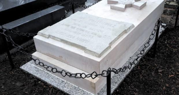 grób-wojtkiewicza-696x543