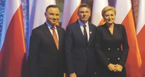 Burmistrz-swietowal-z-prezy-696x403